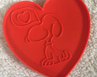 vintage heart cookie cutter,  Peanuts, Snoopy, plastic heart cutter, box G