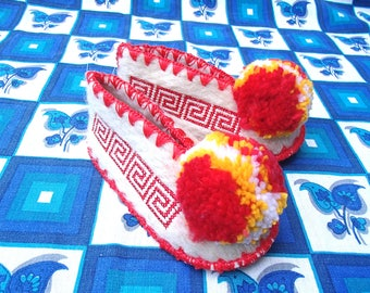Kids Greek Slippers Size 22 / UK5,5 / wool / leather / pompom