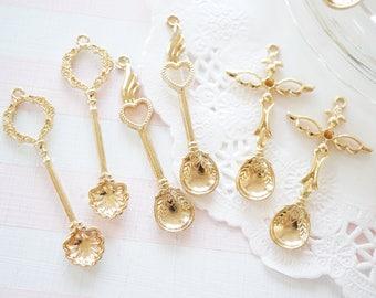 5 pcs Open Bezel Charm (48mm) Gold Spoon  AZ577