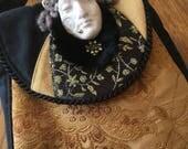 Tudor Maiden Round Purse...
