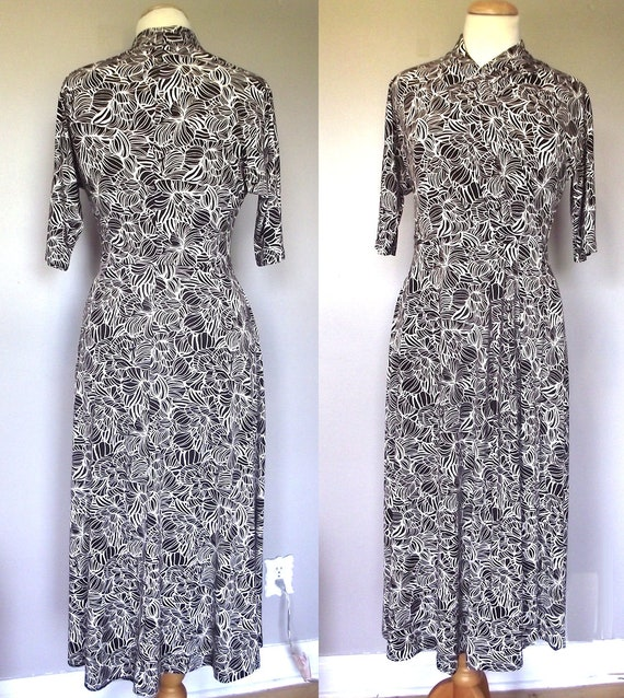 Vintage Anne Klein Maxi Dress // Brown and Cream Stretch Knit Dress // Short Sleeved // Size Small
