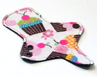 ULTRATHIN Reusable Thongliner Pantyliner with wings for Every Day - Washable - Cupcakes