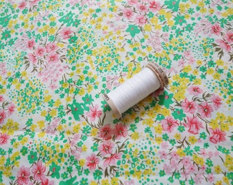 2 yds of vintage cotton flower print fabric 44 inch wide