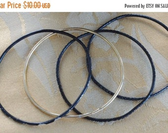 On sale Pretty Vintage Black, Gold Thin Bangle Bracelets (4)