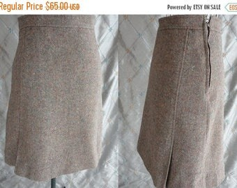ON SALE 60s Skirt // Vintage 1960's Taupe Gray Wool Skirt Size S 26 waist-above the knee-lined-tan