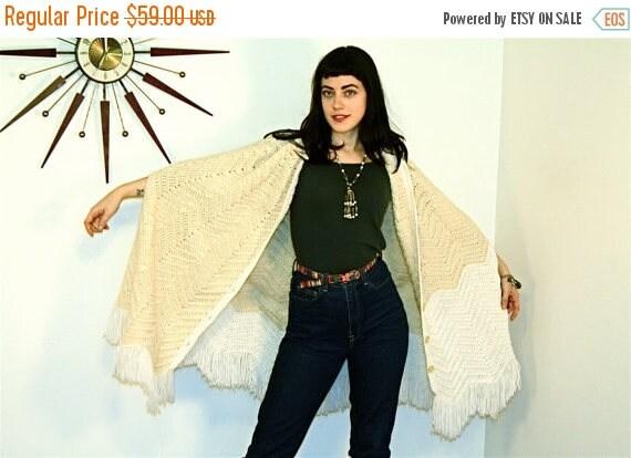 SALE 50% OFF Long Fringe Poncho Vintage 70s Stevie Nicks Cape Cable Knit Sweater Wrap Neutral Nude Chevron Knee Length Boho Hippie 1970s Boh