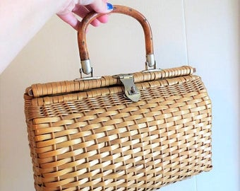 On SALE Vintage 1960s Summer Wicker Basket Handbag made in Hong Kong