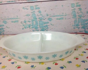 Vintage Pyex white with aqua Snowflakes Snowflake oval divided casserole dish No lid kitchen Cooking Baking Chef Food storage turquoise