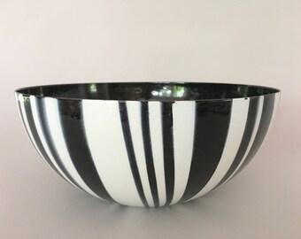 "Vintage Cathrineholm Black White Stripe Enamel Bowl 9.5"""