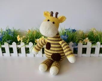 Harry Giraffe toy knitting patterns