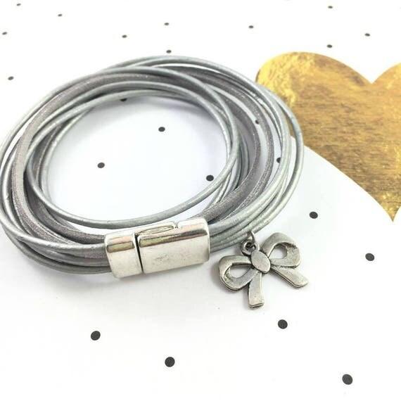 Leather, magnetic, magnet, bracelet, grey, silver, bow charm, choker necklace, magnet, les perles rares