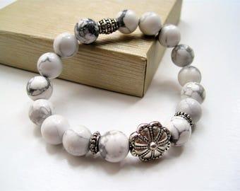 Magnesite Stacking Bracelet / White Stone Stacking Bracelet / Beaded Stretch Bracelet