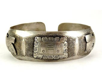 900 Silver Aztec Mayan Cuff with Pre Columbian Mask & Animals - Peru