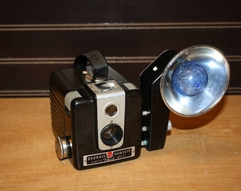 Vintage camera Kodak Brownie Hawkeye flash model with flash holder - item #2831
