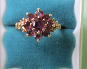 14K Garnet Flower Ring Solid Yellow Gold   Ornate Flower Shank Vintage SIZE 7 1/4   Very Good Condition