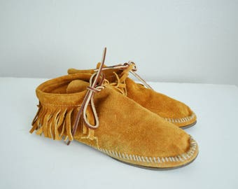 vintage brown suede minnetonka style moccasin shoe-- womens US size 9