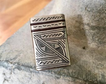 Tuareg Ring with dark brown stripes and geometrical decorations US size 7