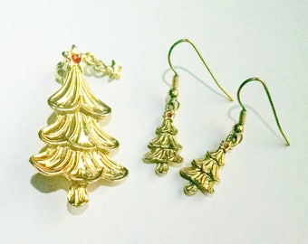 Christmas Tree Pin Earrings Set with Dangling Star Signed Aldo Gold Tone Vintage Jewelry Jewellery Gift Guide Women