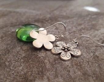 Silver Flower Earrings, Flower Jewelry, Bohemian Earrings, Antique Silver Flower Charm Earrings, Small Flower Earrings, Gift for her