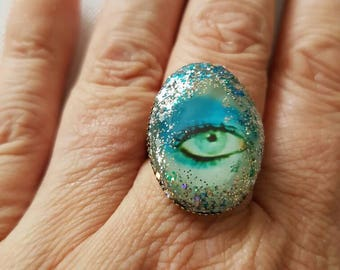 Stardust David Bowie Eye Ring with 25mm × 18mm oval cabochon.