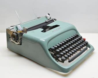 Vintage 1961 Olivetti Underwood Studio 44 Typewriter in Teal Turquoise, Italian Designed, Serviced and Types Beautifully!