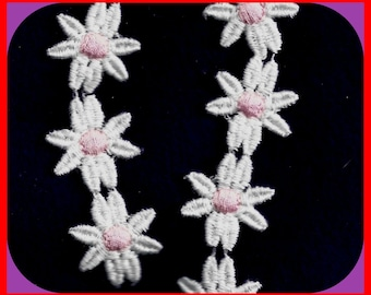 Vintage 1970's Cotton DAISY Embroidered Trim Pink White