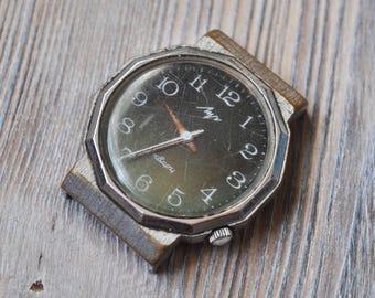 LUCH QUARTZ Vintage Soviet Russian wrist watch for parts. Didn't work.