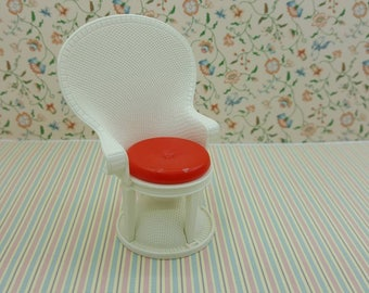 Tomy Smaller House  Wicker Fan Chair   Fits 3/4 to 1 inch scale hard  Plastic eighties Modern  Chair White and Red