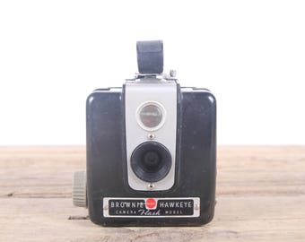 Kodak Brownie Hawkeye Camera / Antique Camera / Old Camera / Kodak Camera / Camera Prop / Camera Decor / Vintage Camera / Old Film Camera
