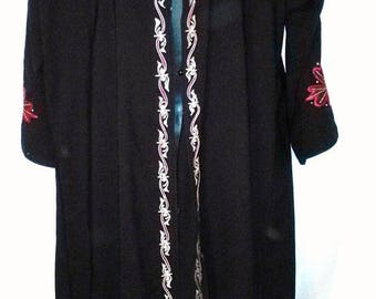 """SUMMER CLEARANCE SALE Vintage Embroidered Black Silk Caftan-Maxi Dress-Modest-46"""" Bust-Size 14-Large-Hipster Hippie Boho Folk Party Casual E"""