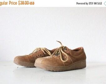 ON SALE Vintage 70's Caramel Brown Leather Lace Shoes Sz 7 1/2