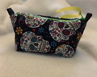 Sugar skulls essential oil pouch, holds 10 bottles (5 ml-15ml).  Handmade, ready to ship.