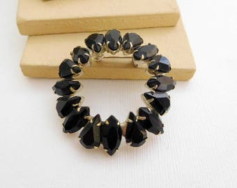 Vintage Black Glass Rhinestone Silver Tone Wreath Brooch Pin SS22