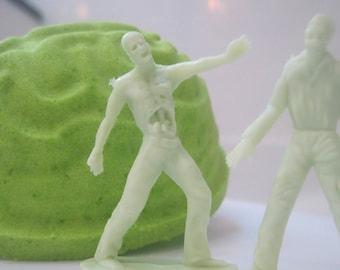 NEW- Zombiebom - Brain Shaped Bath Bomb with Zombie Toy Inside