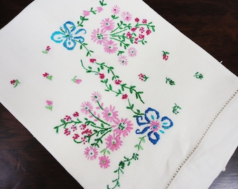 Hand Embroidered Linen Guest Towel Bathroom Decor 14 x 19