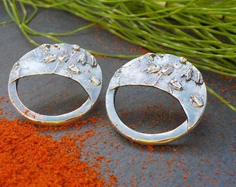 no.PE072_17. Sterling silver circle earring with organic texture,