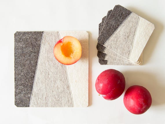 Felt trivet / light grey / square trivet / decorative mat / geometric / home decor / wool felt / handmade in Italy