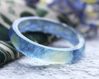 Facetted resin bangle with embedded Vincent Van Gogh classic painting starry night