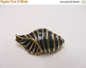 ON SALE Vintage Enameled Seashell Pin Item K # 2338