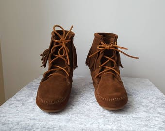 MINNETONKA BOOTS us Size us 8 eu 39 uk 6 one Layer Boho Boots Bohemian Fringe Boots in Perfect Condition