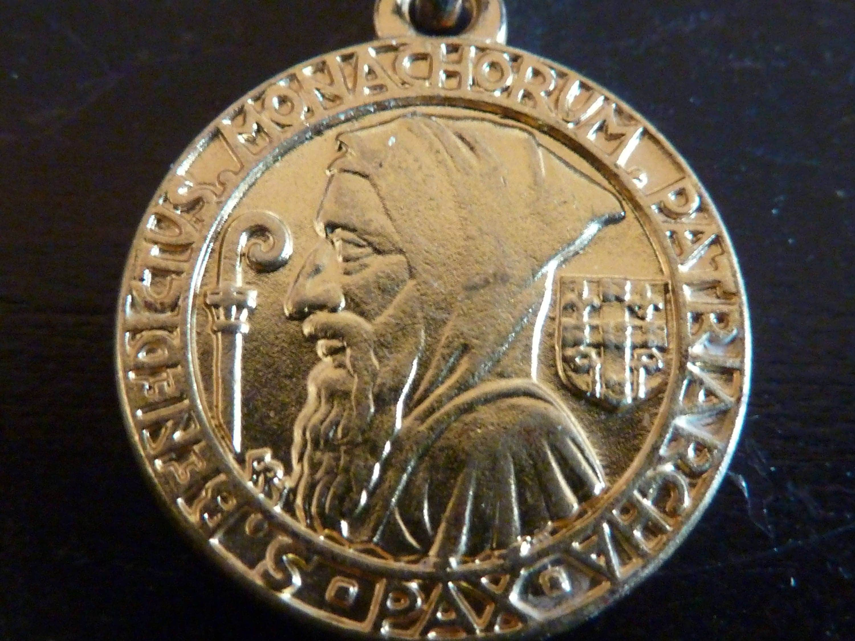 st medal medallion pin with benedict prayer pouch pvc and cards card