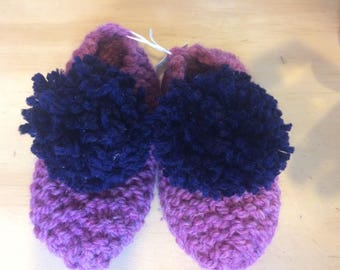 Hand-knitted kid's slippers. 3-4 years. .
