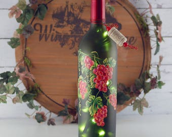 Red grapes, hand painted, wine bottle light, Tuscany style decor, wine lover's gift, bar decor, kitchen decor