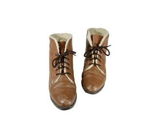 Size 7 Brown Leather Lace Up Ankle Boots with Faux Fur Lining // Brown Ankle Boots // 1990s 90s // G540