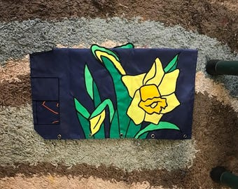 Daffodil Embroidered Mailbox Cover