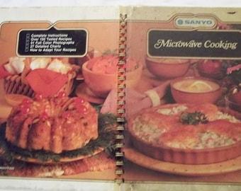 MAILS FREE - Sanyo Microwave Cookbook Vintage 1982 Recipe Book ~7cb