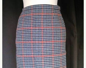 ON SALE Classy vintage scottish plaid duke edinburgh wool pencil skirt  S 1970