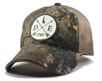 Homeland Tees Delaware Arrow Hat - Realtree Camo Trucker