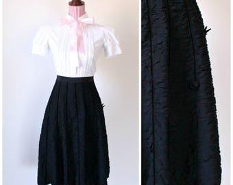 1940s VINTAGE Skirt / Black / 40s / Crepe / Swing / Ruched / Velvet / WWII Era