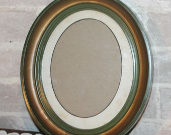 Oval plastic picture frame with glass for needlework, art, vintage photos, 7 x 9 opening